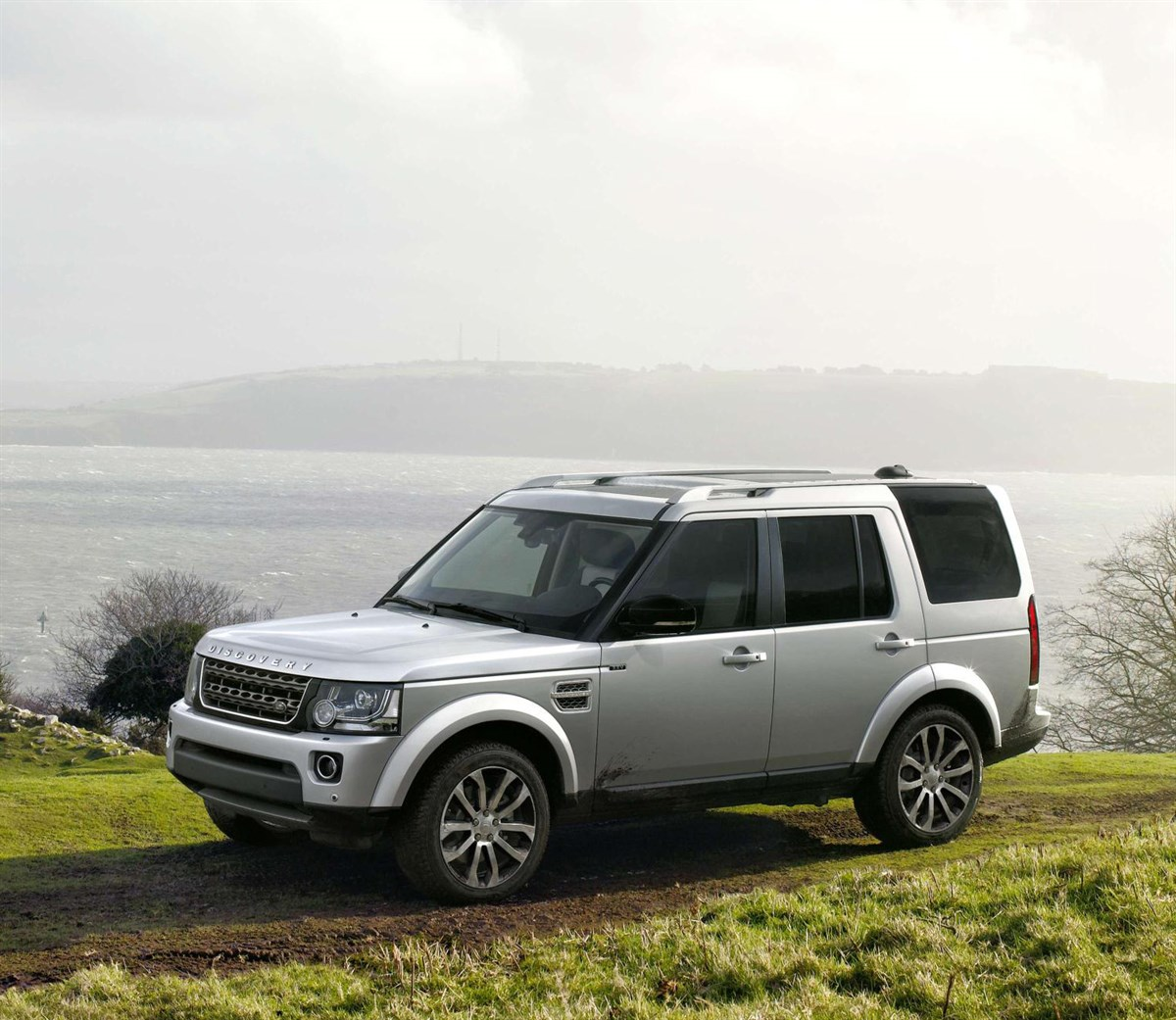 Land Rover Launches 25th Anniversary Discovery
