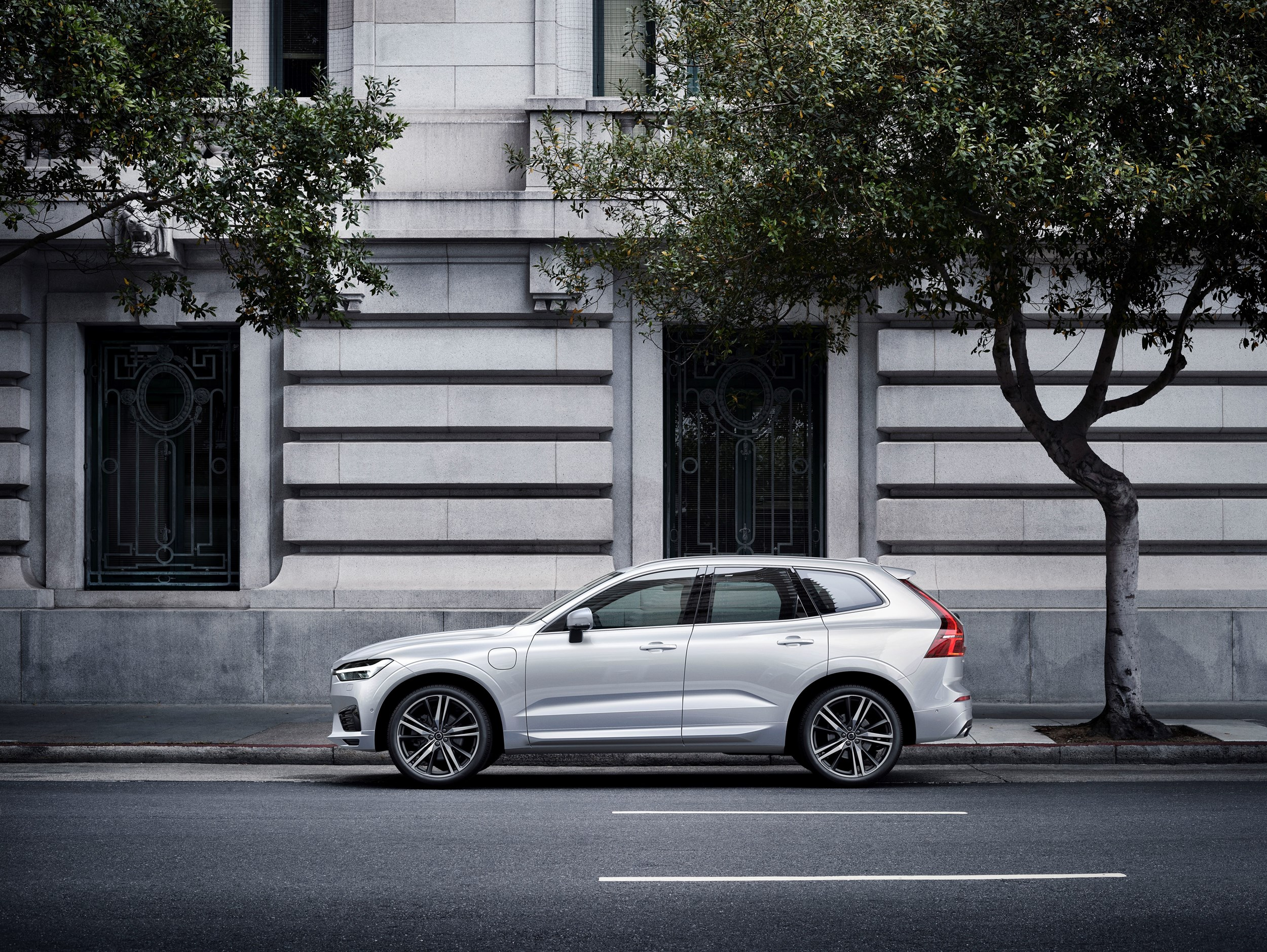 Road test volvo xc60 t8 r design company car reviews for Window design group reviews