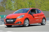 Peugeot 208 with BlueHDi Diesel engine achieves 141MPG