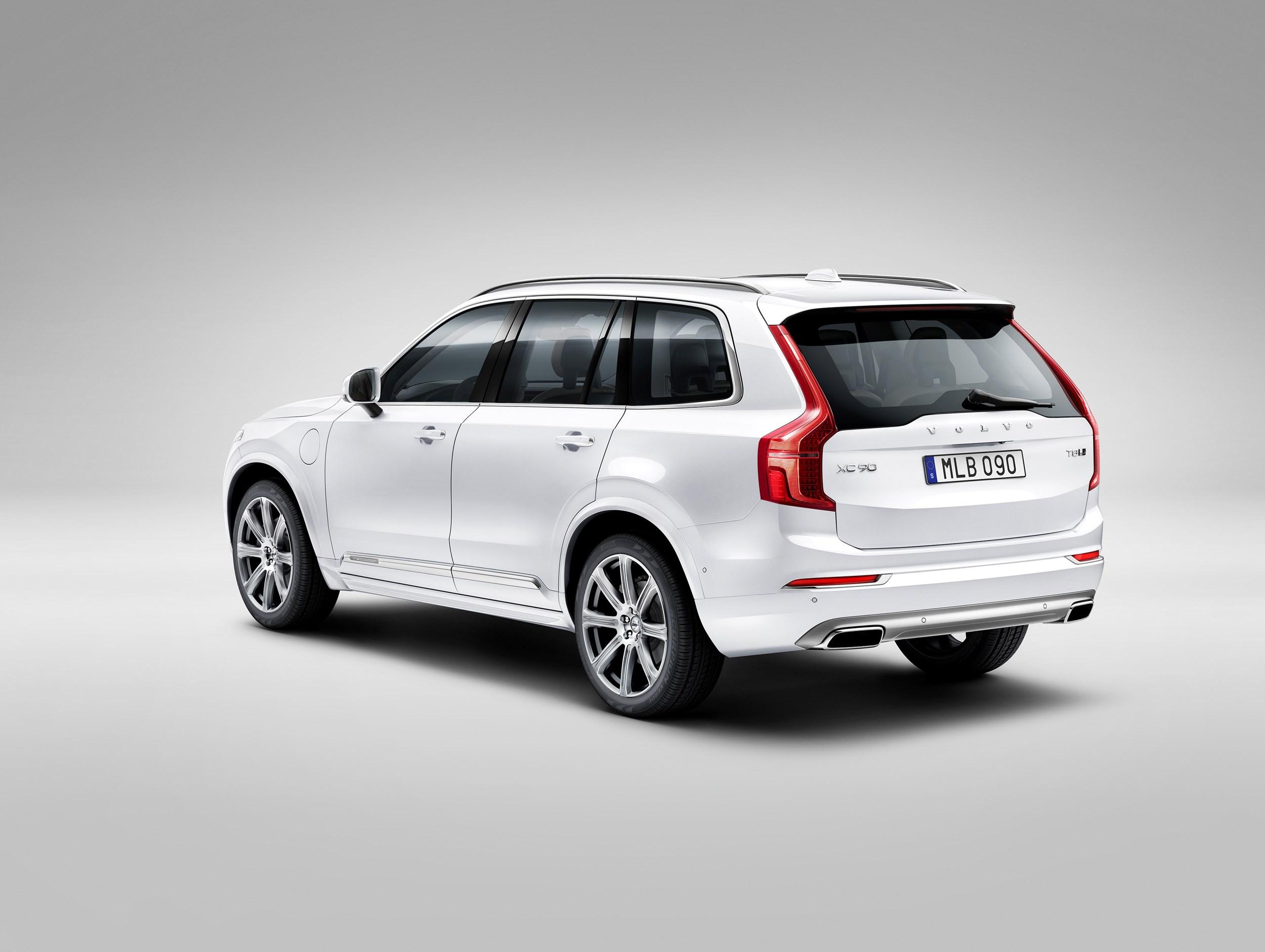road test volvo xc90 d5 momentum pro car review company car reviews. Black Bedroom Furniture Sets. Home Design Ideas