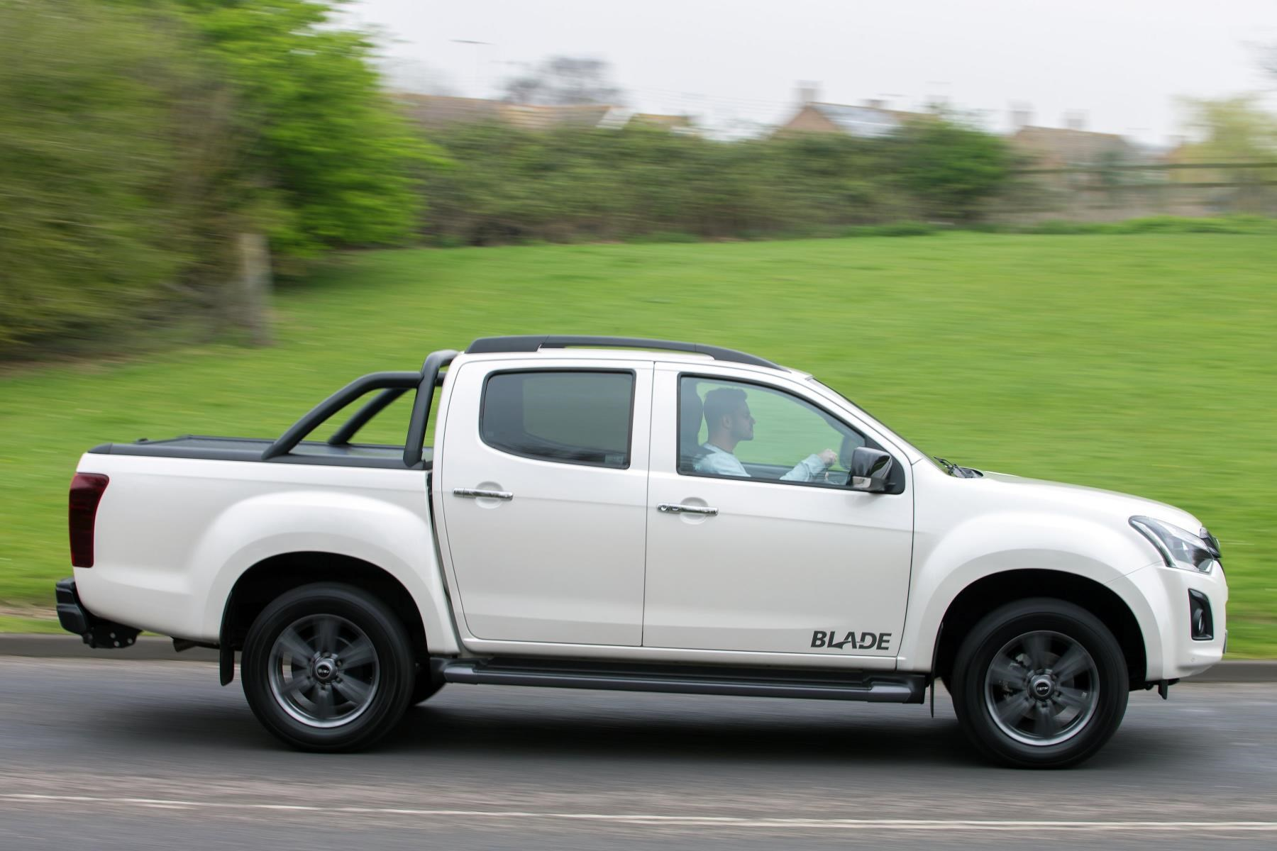 isuzu reveals prices and specification of 2017 d max pick up pick up news. Black Bedroom Furniture Sets. Home Design Ideas