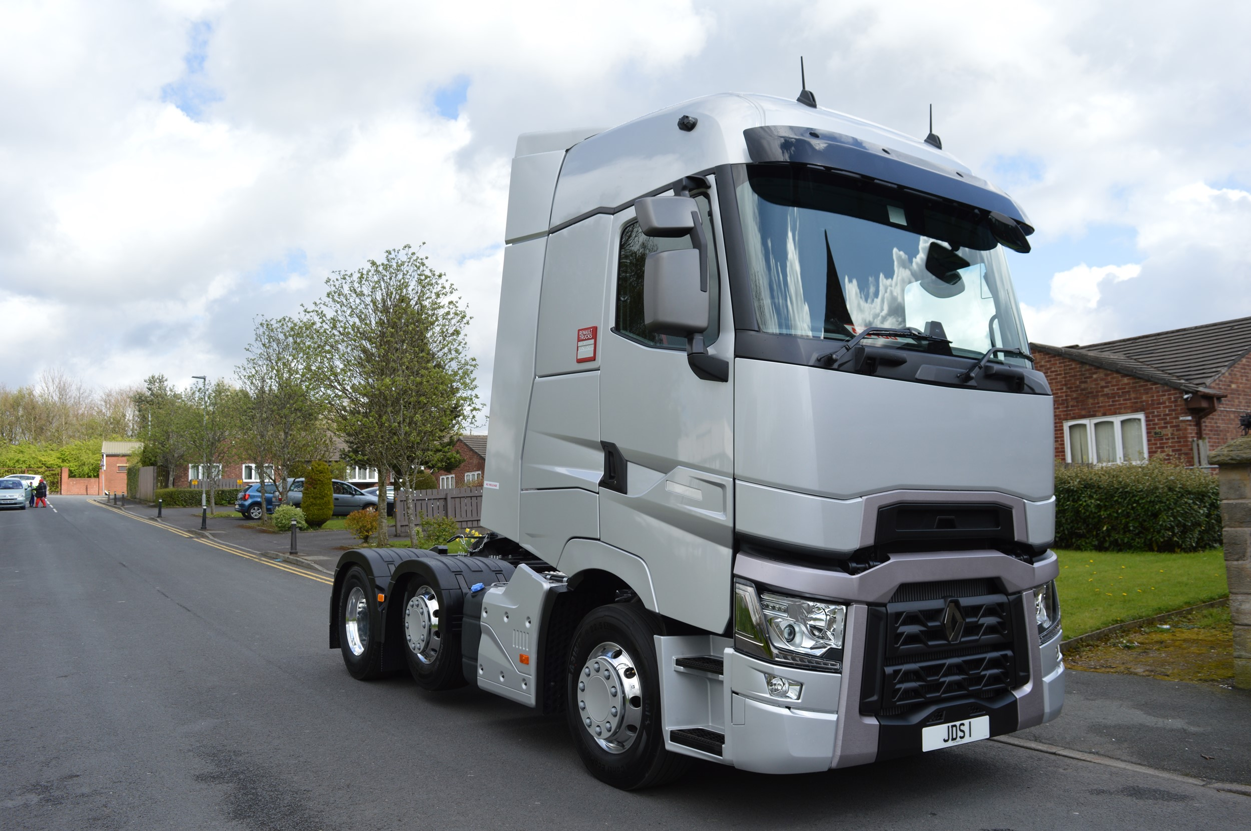 Renault T review concludes flat floor and high 'ideal' for long-haul operators | Trucks