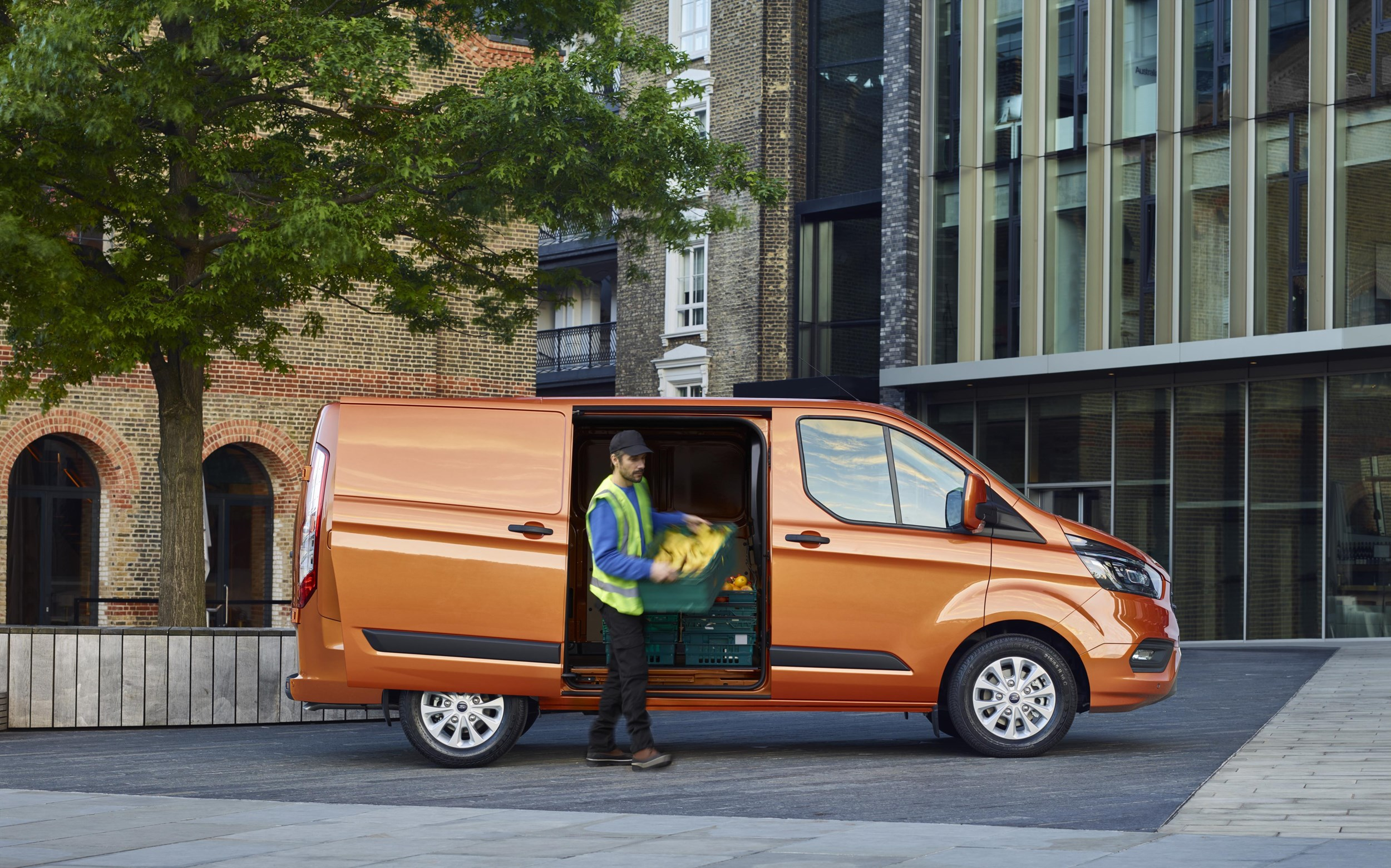 New Ford Transit Custom offers improved fuel economy and ...