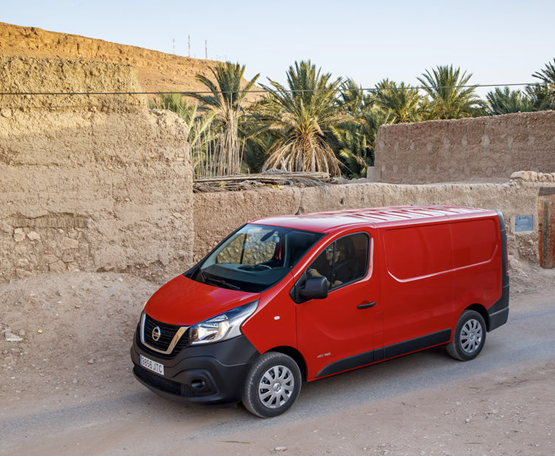 first drive nissan nv300 acenta l1h1 1 6 dci 125 van. Black Bedroom Furniture Sets. Home Design Ideas