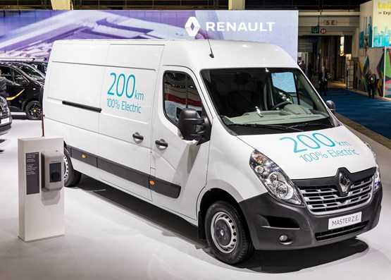 01a96d4eff First look  Renault Master ZE electric panel van preview