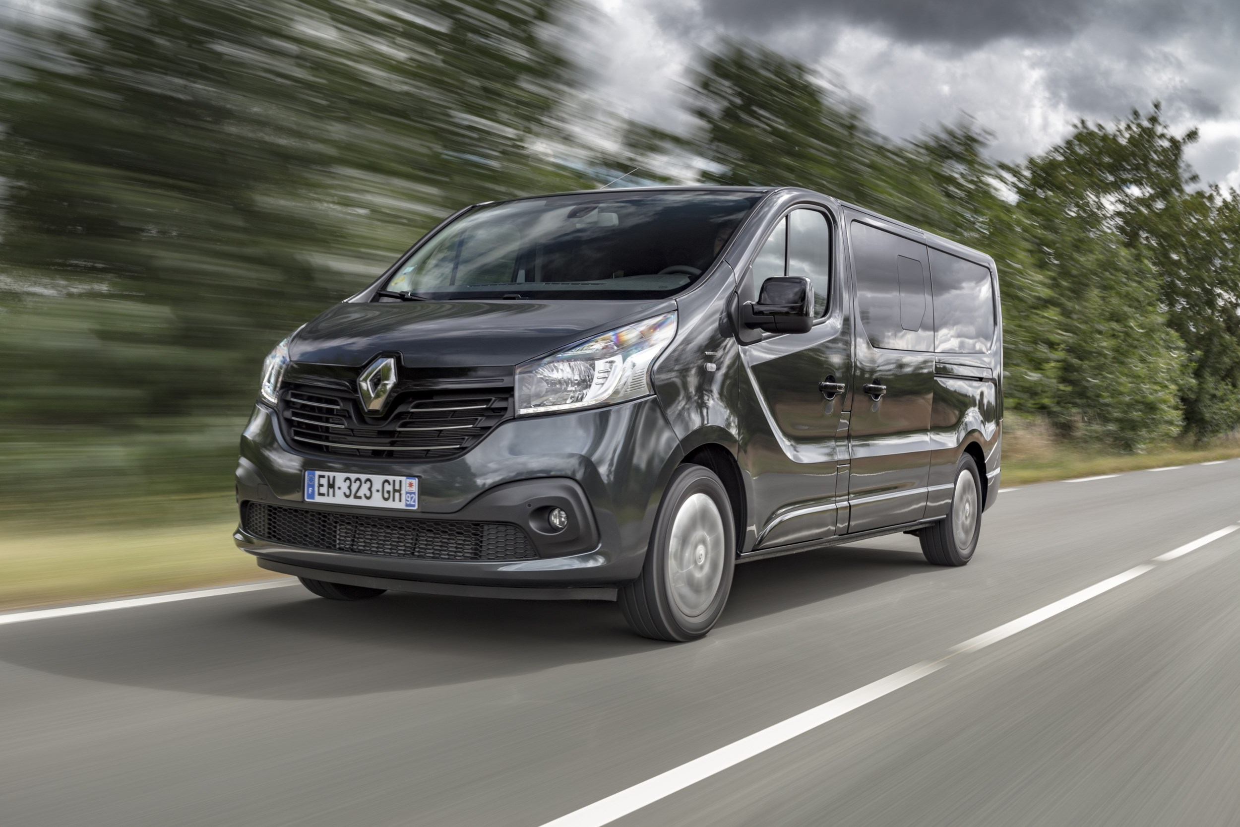 renault targets passenger transport market with trafic. Black Bedroom Furniture Sets. Home Design Ideas