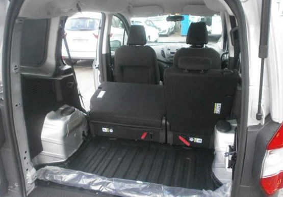 first drive ford transit courier kombi 1 5 tdci van. Black Bedroom Furniture Sets. Home Design Ideas